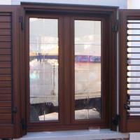 Infisso-monoblocco-(-finestra-e-persiana)-in-alluminio-color-legno-